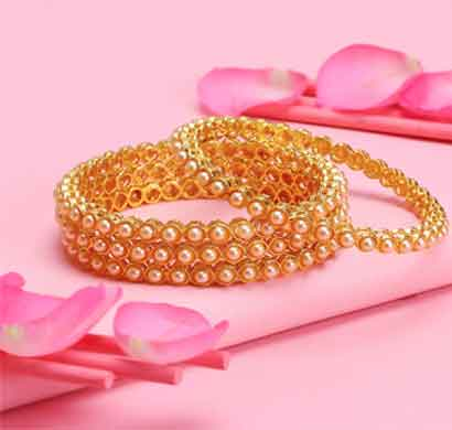 sukkhi shimmering gold plated bangle for women (b82854-2.6)